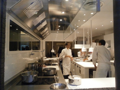 Les tr s tendances open kitchen le spectacle est en for Cuisine professionnelle restaurant